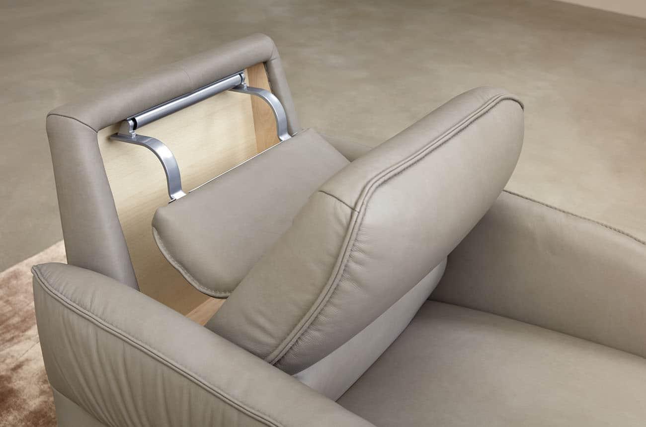 Headrest folds on the Himolla AURA Recliner